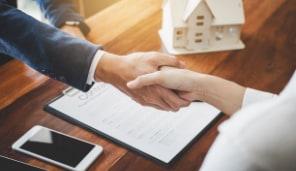 企業経営経験、宅建士資格があります。